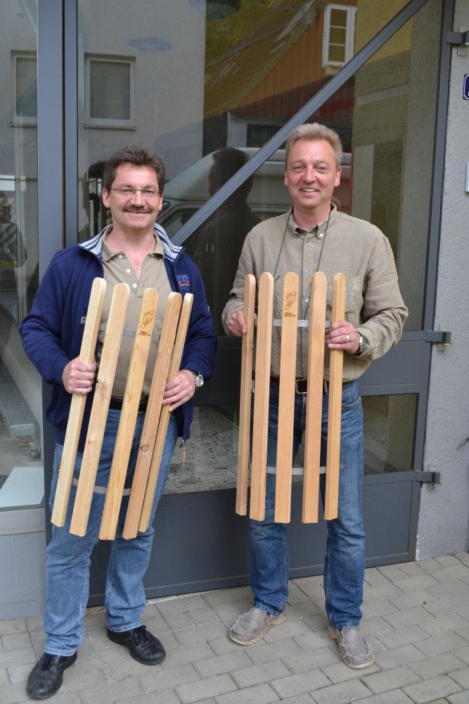 Matthias Vollbehr und Stephan Lange präsentieren die ersten Rosengitter