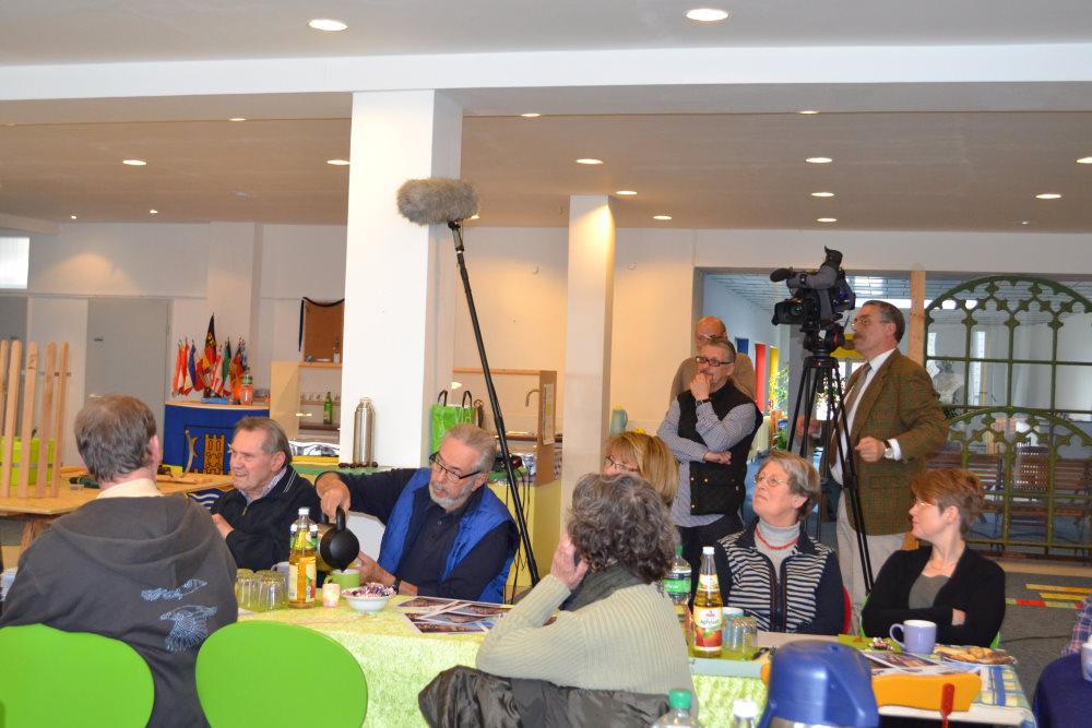 Hinter den Teilnehmern steht das Filmteam vom Schlei-Report.