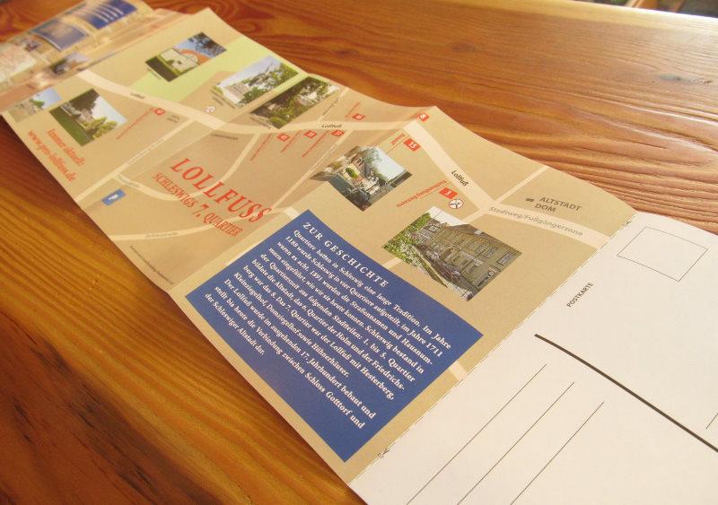 Das ausgeklappte Faltblatt mit der Seite, die den Straßenverlauf als Stadtplan zeigt.