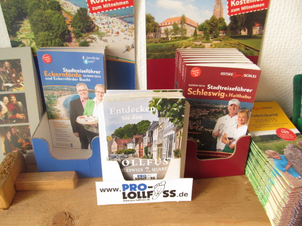 Das Lollfuß-Faltblatt und andere Prospekte in der Info-Ecke bei Beowulf Schleswig.