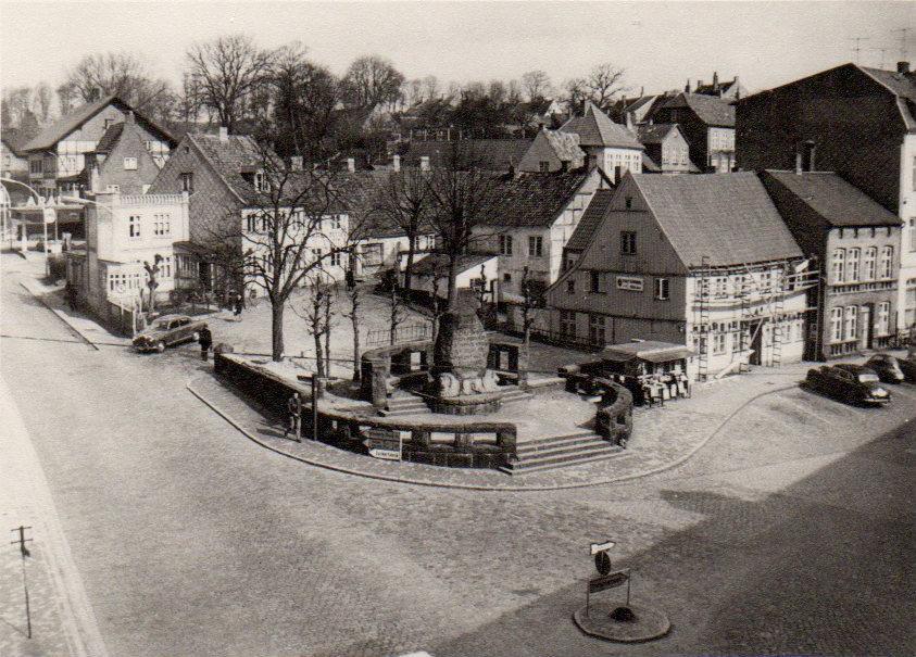 Historische Schwarzweiß-Aufnahme von der Kreuzung.