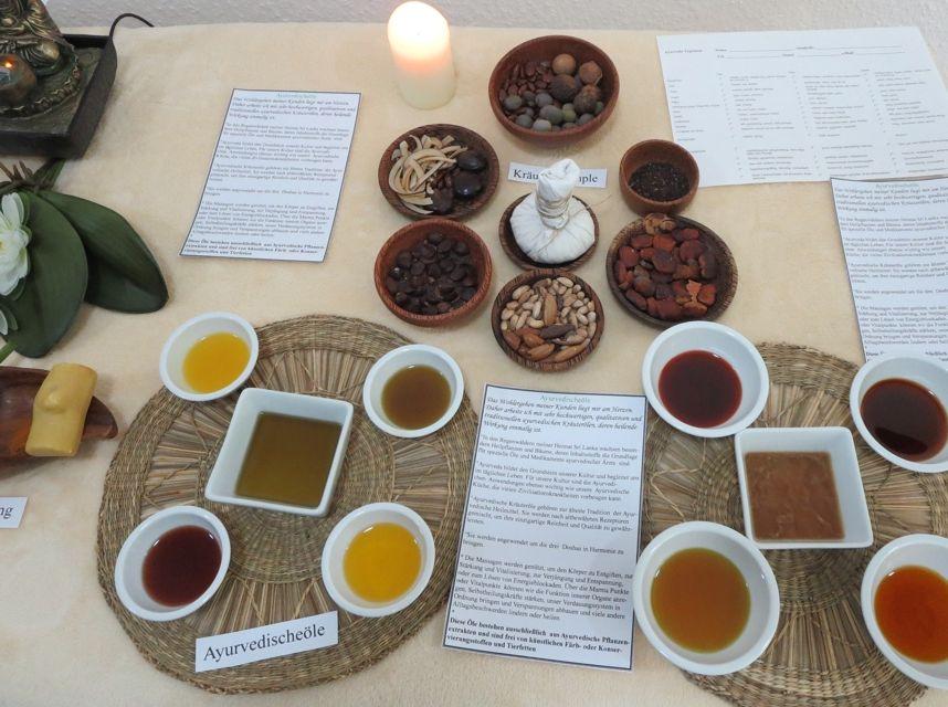 Informierende Dekoration zur Eröffnung: Auf einem Tisch befinden sich viele kleine Teller und Schalen mit unterschiedlichsten Ölen und Kräutern.