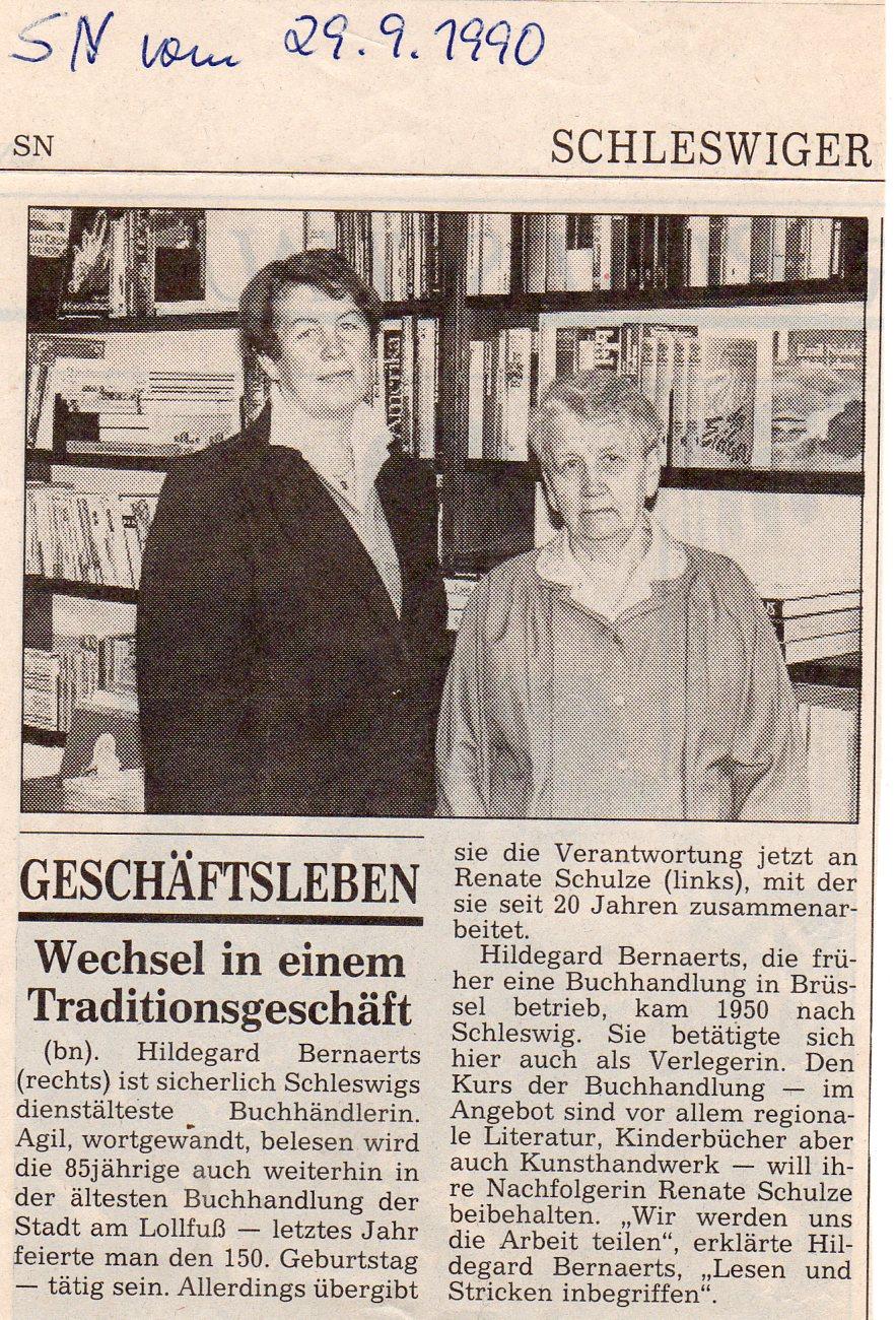 Das Foto zeigt einen Zeitungsbericht aus dem Jahr 1990, in dem über den Eigentümerwechsel berichtet wird. Auf einem dazugehörigen Bild ist die alte Eigentümerin neben der neuen abgebildet.